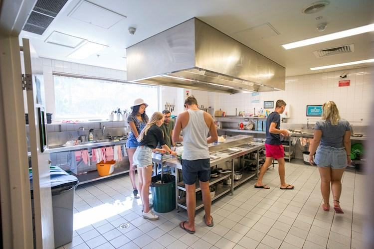 Melbourne Metro YHA_Kitchen (2).jpg
