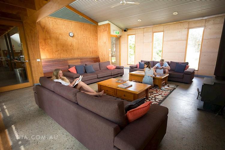Grampians Eco YHA_lounge room_2017 (4).jpg